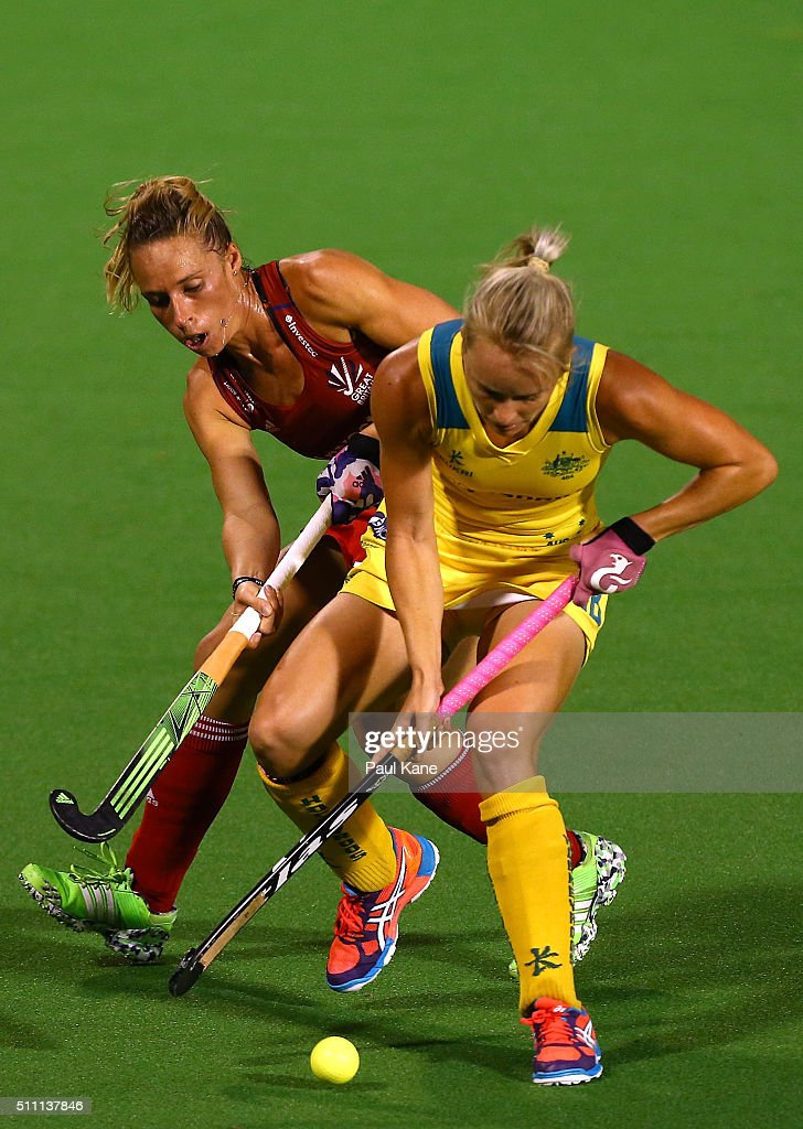 <a gi-track='captionPersonalityLinkClicked' href=/galleries/search?phrase=Jane+Claxton&family=editorial&specificpeople=10008974 ng-click='$event.stopPropagation()'>Jane Claxton</a> of Australia controls the ball against Susannah Townsend of Great Britain during the International Test match between the Australia Hockeyroos and Great Britain at Perth Hockey Stadium on February 18, 2016 in Perth, Australia.