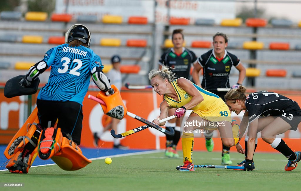 <a gi-track='captionPersonalityLinkClicked' href=/galleries/search?phrase=Jane+Claxton&family=editorial&specificpeople=10008974 ng-click='$event.stopPropagation()'>Jane Claxton</a> of Australia shoots the ball during a match between Australia ad Germany as part of Day 6 of the Hockey World League Final Rosario 2015 at Mundialista Stadium on December 10, 2015 in Rosario, Argentina.