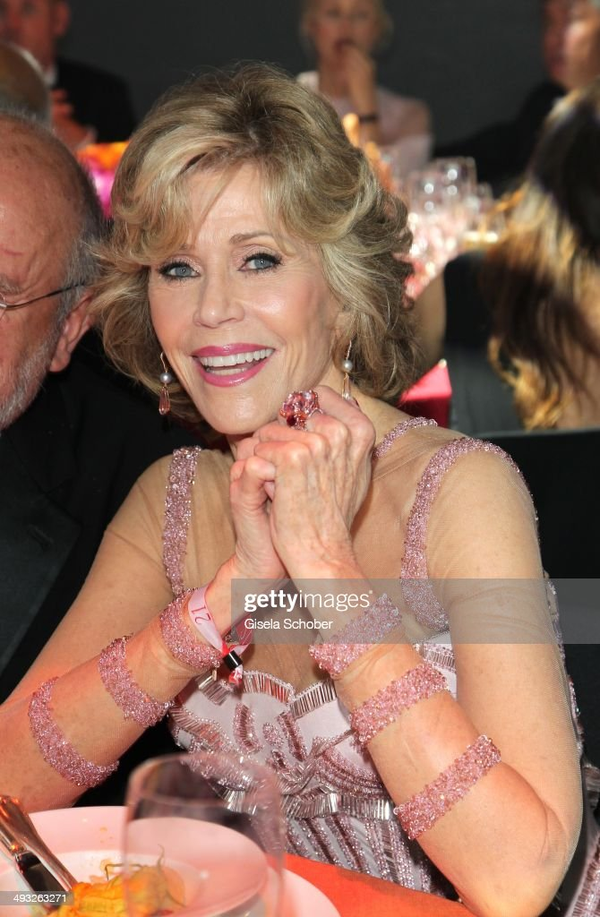 <a gi-track='captionPersonalityLinkClicked' href=/galleries/search?phrase=Jane+Fonda&family=editorial&specificpeople=202174 ng-click='$event.stopPropagation()'>Jane Fonda</a> attends amfAR's 21st Cinema Against AIDS Gala Presented By WORLDVIEW, BOLD FILMS and BVLGARI at Hotel du Cap-Eden-Roc on May 22, 2014 in Cap d'Antibes, France.