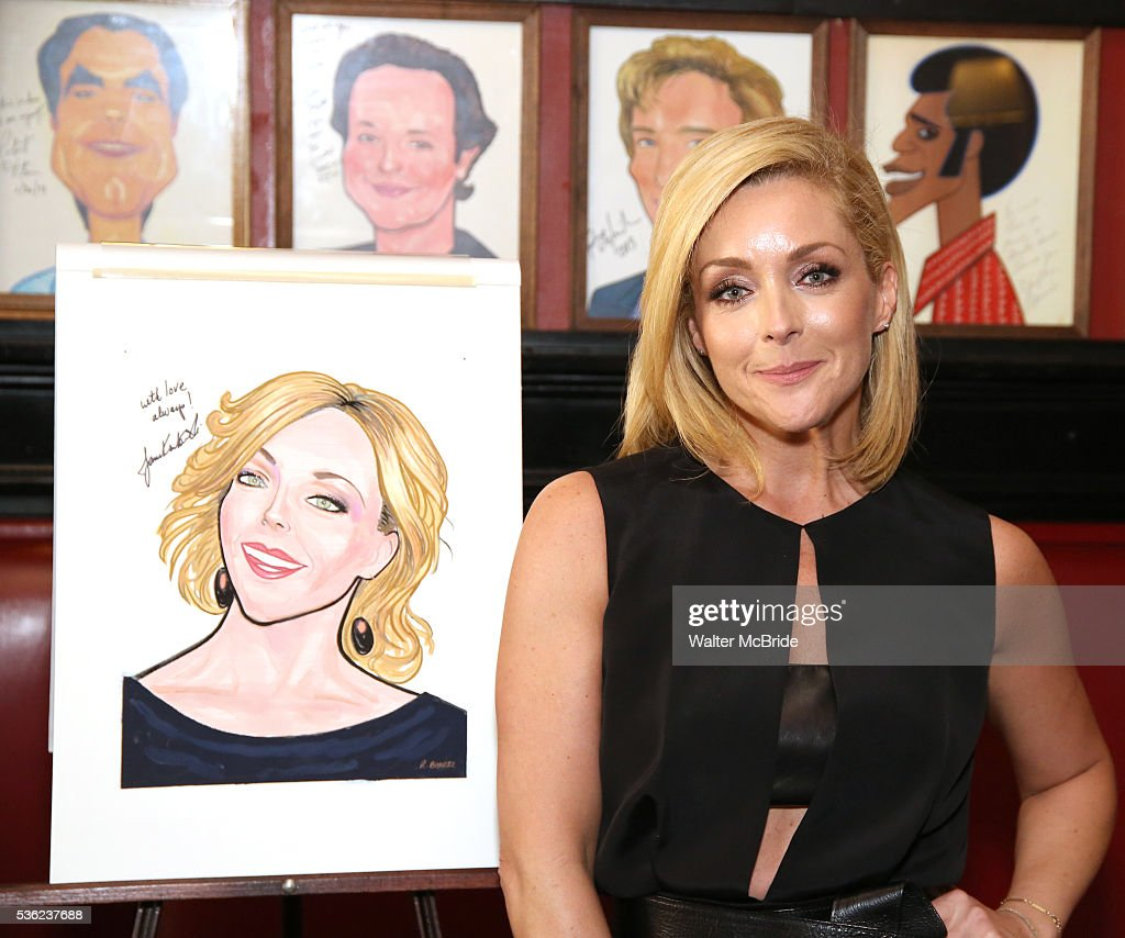 <a gi-track='captionPersonalityLinkClicked' href=/galleries/search?phrase=Jane+Krakowski&family=editorial&specificpeople=203166 ng-click='$event.stopPropagation()'>Jane Krakowski</a> attends her Sardi's portrait unveiling at Sardi's on May 31, 2016 in New York City.