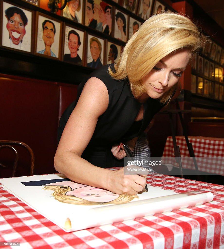 Jane Krakowski attends her Sardi's portrait unveiling at Sardi's on May 31, 2016 in New York City.