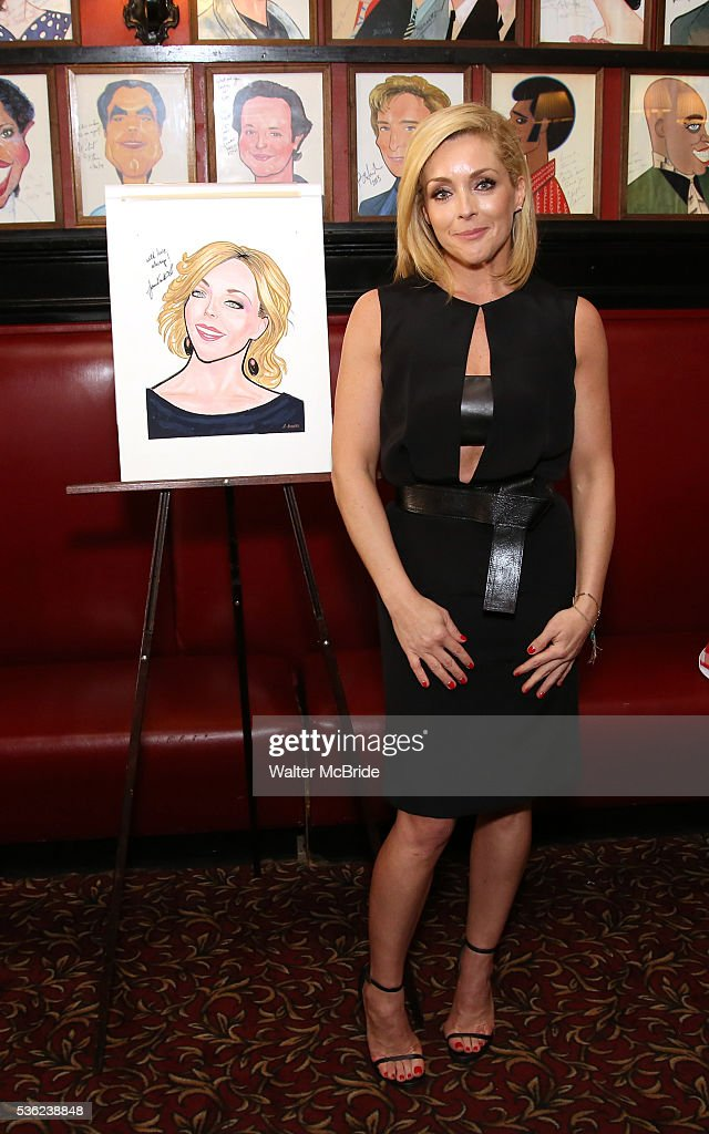 <a gi-track='captionPersonalityLinkClicked' href=/galleries/search?phrase=Jane+Krakowski&family=editorial&specificpeople=203166 ng-click='$event.stopPropagation()'>Jane Krakowski</a> attends the <a gi-track='captionPersonalityLinkClicked' href=/galleries/search?phrase=Jane+Krakowski&family=editorial&specificpeople=203166 ng-click='$event.stopPropagation()'>Jane Krakowski</a> Sardi's portrait unveiling at Sardi's on May 31, 2016 in New York City.