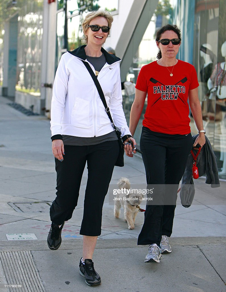 <a gi-track='captionPersonalityLinkClicked' href=/galleries/search?phrase=Jane+Lynch&family=editorial&specificpeople=663918 ng-click='$event.stopPropagation()'>Jane Lynch</a> is seen at Urth Caffe on April 5, 2011 in Los Angeles, California.