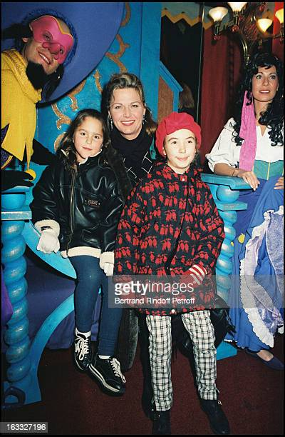 Jane Manson and daughers at the 1996 premiere of 'Bossu De Notre Dame' held at the Rex in Paris