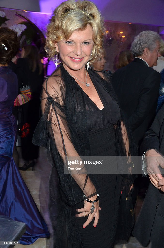 Jane Manson attends the Chateau de Saint Cloud Gala Auction Dinner at the Salons Hoche on June 26, 2012 in Paris, France.