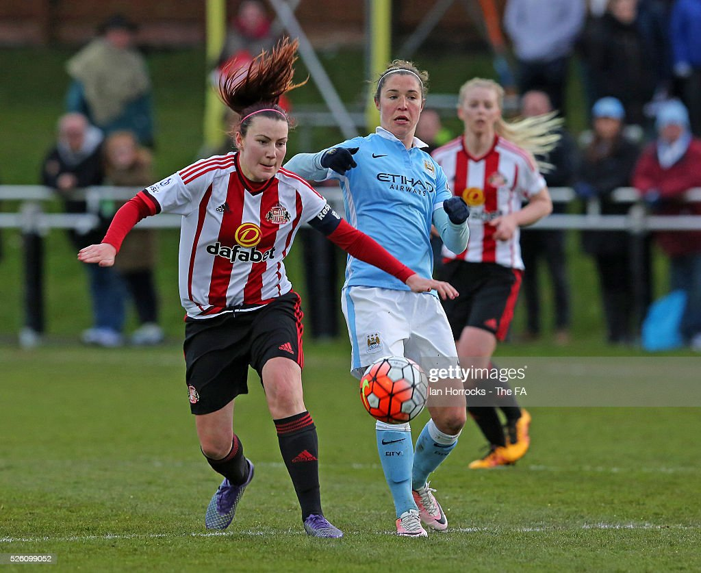 Jane Ross of Manchester City (R) competes with Steph Bannon of Sunderland during the WSL 1 match between Sunderland AFC Ladies and Manchester City Women at The Hetton Center on April 29, 2016 in Hetton, England.