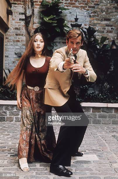 Jane Seymour plays the clairvoyant Solitaire to Roger Moore's 007 in the James Bond film 'Live and Let Die' directed by Guy Hamilton
