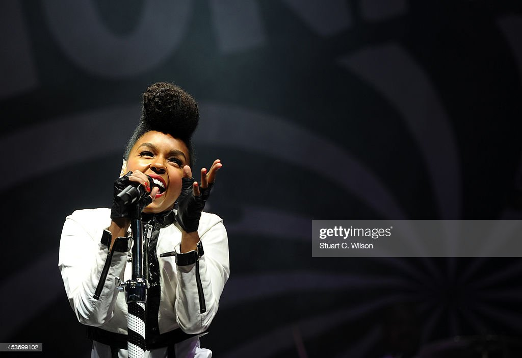 <a gi-track='captionPersonalityLinkClicked' href=/galleries/search?phrase=Janelle+Monae&family=editorial&specificpeople=715847 ng-click='$event.stopPropagation()'>Janelle Monae</a> performs on Day 1 of the V Festival at Hylands Park on August 16, 2014 in Chelmsford, England.