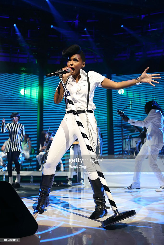 <a gi-track='captionPersonalityLinkClicked' href=/galleries/search?phrase=Janelle+Monae&family=editorial&specificpeople=715847 ng-click='$event.stopPropagation()'>Janelle Monae</a> performs on stage supporting Chic on Day 14 of iTunes Festival 2013 at The Roundhouse on September 14, 2013 in London, England.