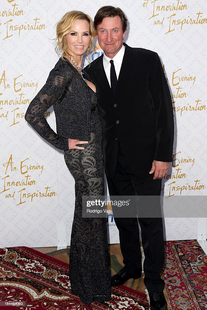 Janet Jones (L) and husband hockey player Wayne Gretzky attend the 10th Annual Alfred Mann Foundation Gala on October 13, 2013 in Beverly Hills, California.