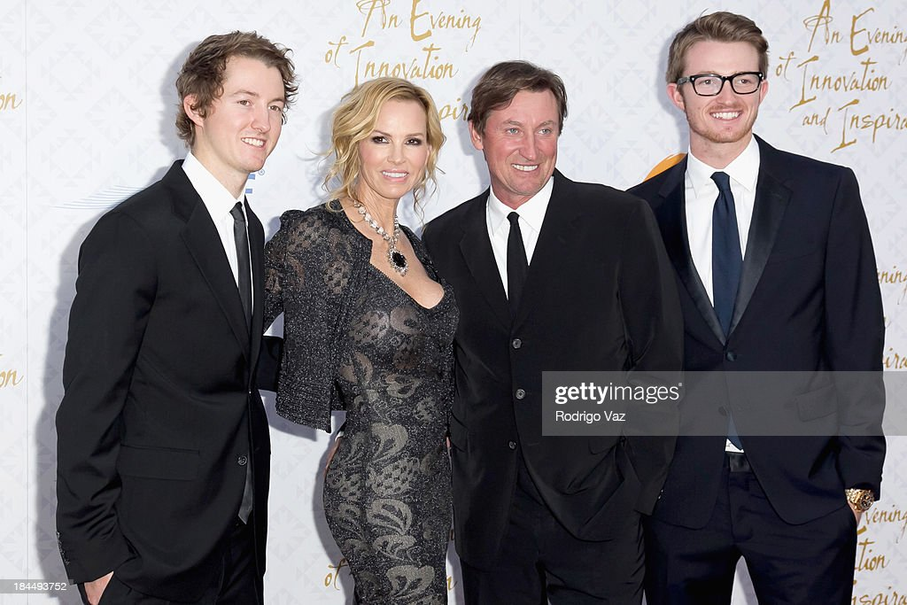 Janet Jones (2nd left) and Wayne Gretzky (3rd left) with their family attend the 10th Annual Alfred Mann Foundation Gala on October 13, 2013 in Beverly Hills, California.