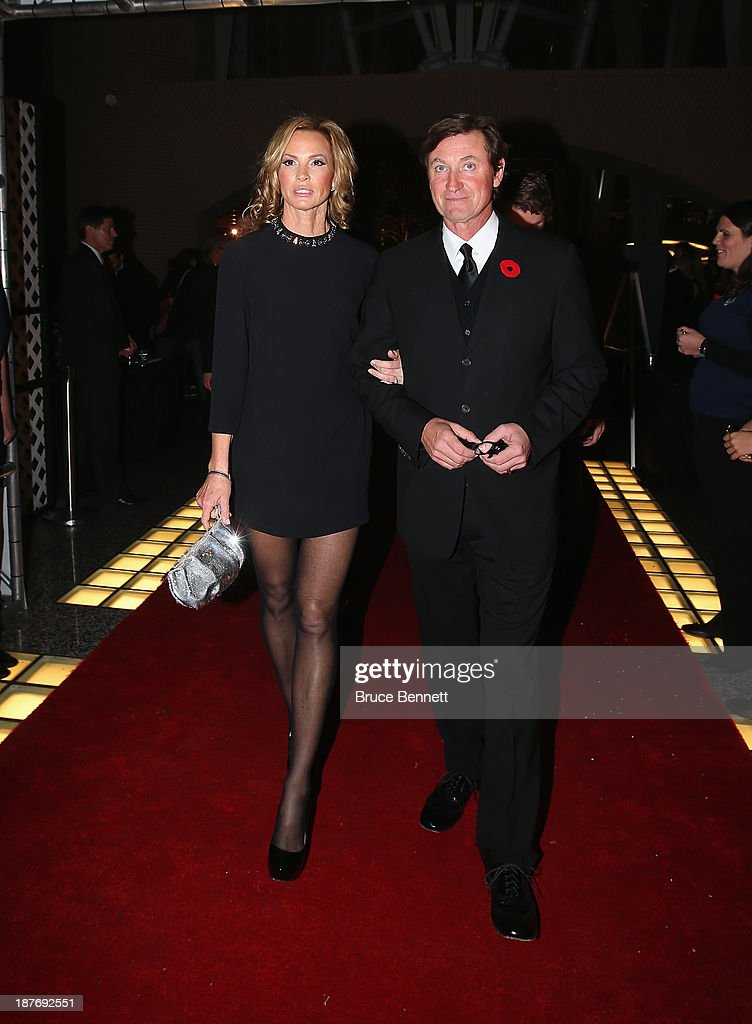 Janet Jones Gretzky and Wayne Gretzky walk the red carpet prior to the 2013 Hockey Hall of Fame induction ceremony on November 11, 2013 in Toronto, Canada.