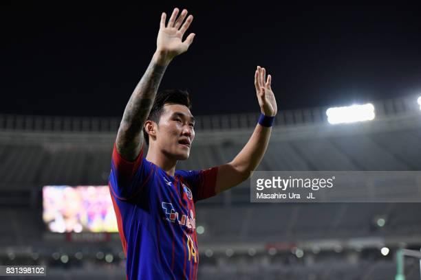 Jang Hyun Soo of FC Tokyo applauds after the JLeague J1 match between FC Tokyo and Vissel Kobe at Ajinomoto Stadium on August 13 2017 in Chofu Tokyo...
