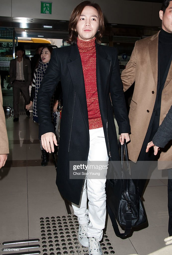 Jang Keun-Suk departs for Japan at Gimpo International Airport on November 25, 2012 in Seoul, South Korea.