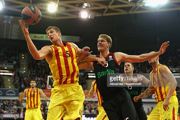 JanHendrik Jagla of Bayern Muenchen in action with Justin Doellman of Barcelona during the Euroleague Basketball match between FC Bayern Munich and...