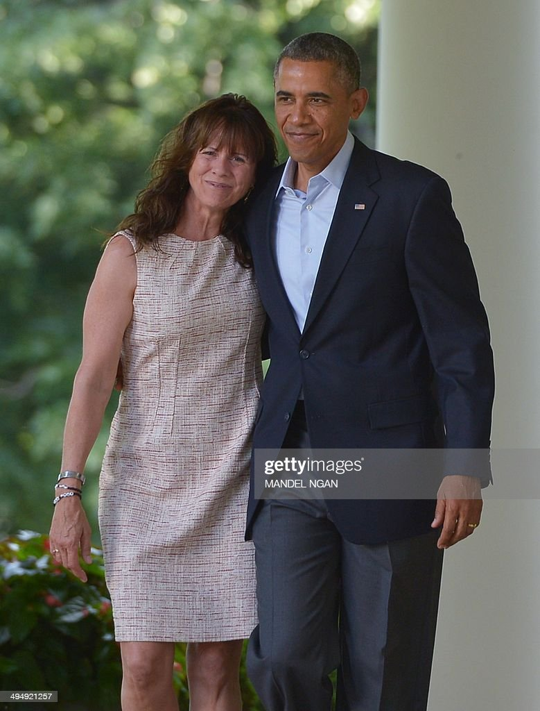 Jani Bergdahl, the mother of freed US soldier Bowe Bergdahl, walks through the Colonnade with US President Barack Obama to speak in the Rose Garden of the White House on May 31, 2014 in Washington, DC. Obama spoke after the release of Bergdahl by the Taliban in Afghanistan. AFP PHOTO/Mandel NGAN
