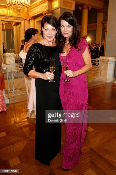 Janina Hartwig and Nicola Tiggeler during the traditional Buehnendinner 2017 at Bayerische Staatsoper on September 21 2017 in Munich Germany