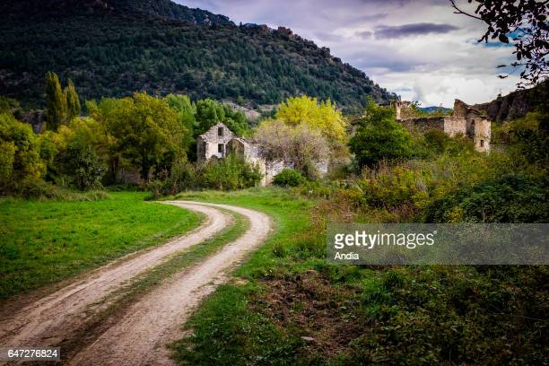 There are only ruins in this former village of the Aragonese Pyrenees The village was evacuated in the 60s for the construction of a dam that never...