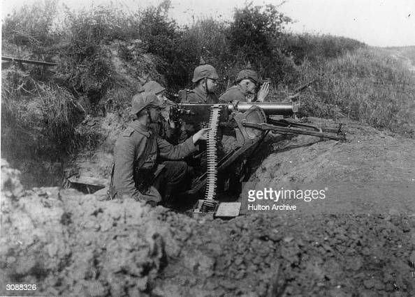 A German coastal machine gun section during World War I using Maschinengewehr 08 machine guns
