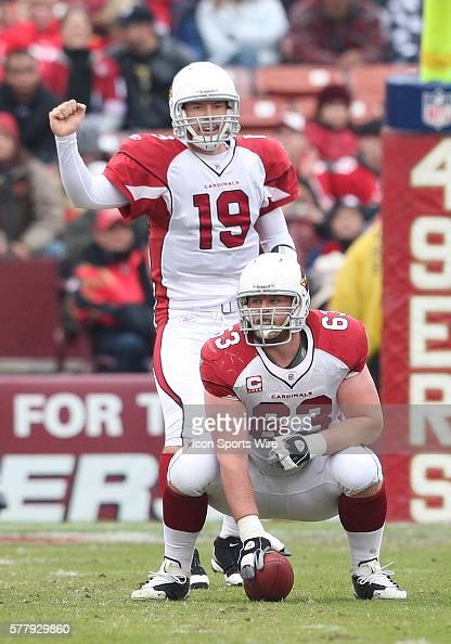 Arizona Cardinals center Lyle Sendlein waits to snap the ball to Arizona Cardinals quarterback John Skelton as the 49ers lead the Cardinals 107 at...