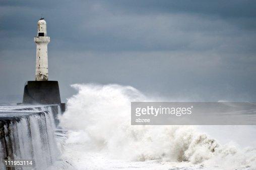 1 月の嵐に Aberdeen リーディング光