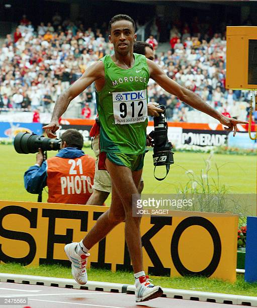 Jaouad Gharib of Morocco races to win the men's marathon world title in a championship record time of 2hrs 8min 31sec 30 August 2003 during the 9th...