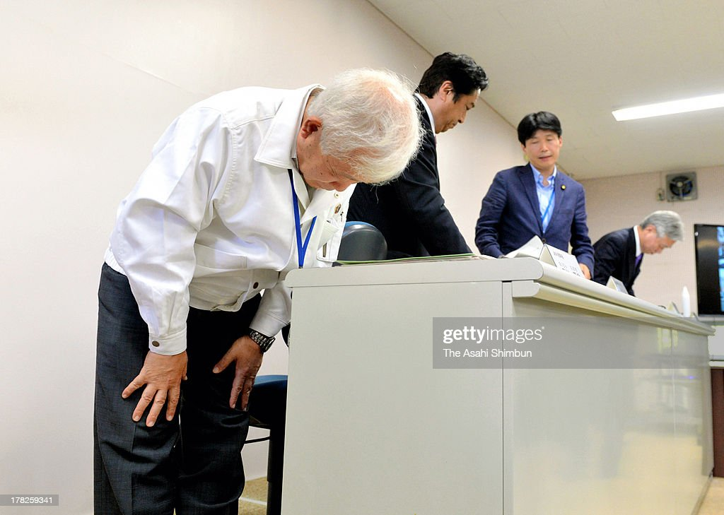 Japan Aerospace Exploration Agency (JAXA) President Naoki Okumura bows at a press conference after failing their Epsilon Vehicle (Epsilon-1) launch at the JAXA Uchinoura Space Center on August 27, 2013 in Kimotsuki, Kagoshima, Japan. JAXA postponed 19 seconds before the launch, let down 10,000 suectators. JAXA is planning to relaunch after detecting the cause of the irregularity.