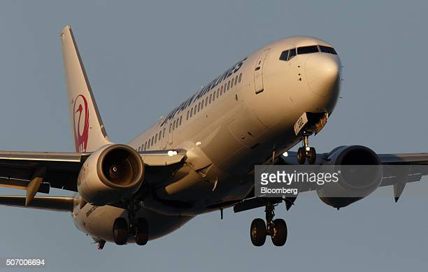 A Japan Airlines Corp aircraft approaches to land at Haneda Airport in Tokyo Japan on Tuesday Jan 26 2016 JAL is scheduled to report thirdquarter...