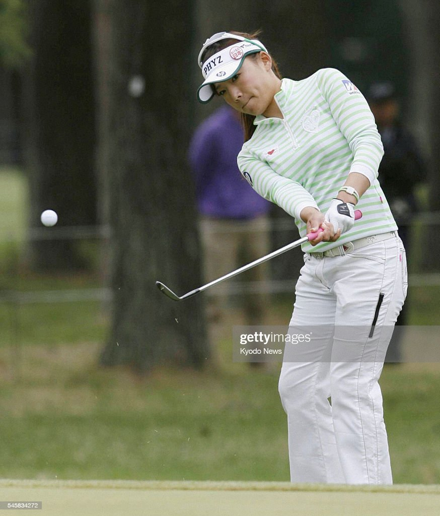 TSUKUBAMIRAI Japan Chie Arimura finds the bottom of the cup for a birdie on the eighth hole during the World Ladies Championship at Ibaraki Golf Club...