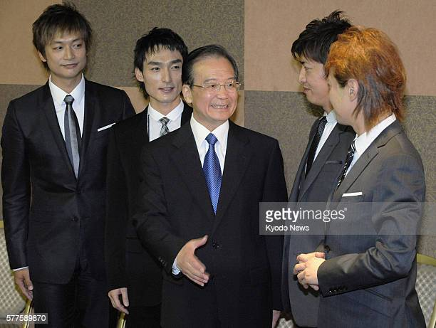 TOKYO Japan Chinese Premier Wen Jiabao meets members of Japanese popidol group SMAP at a hotel in Tokyo on May 21 2011 Wen is visiting Tokyo for a...
