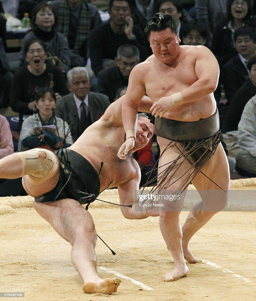 FUKUOKA Japan Grand champion Hakuho beats Bulgarian ozeki Kotooshu with an underarm throw on the 13th day of the 15day Kyushu Grand Sumo Tournament...