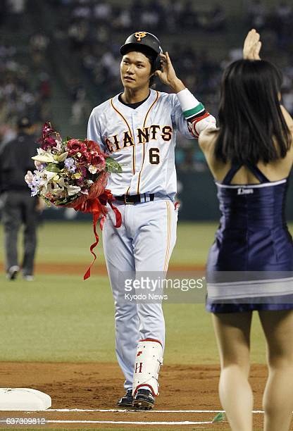 TOKOROZAWA Japan Hayato Sakamoto of the Yomiuri Giants responds to the crowd after cracking his 1000th career hit in a game against the Seibu Lions...