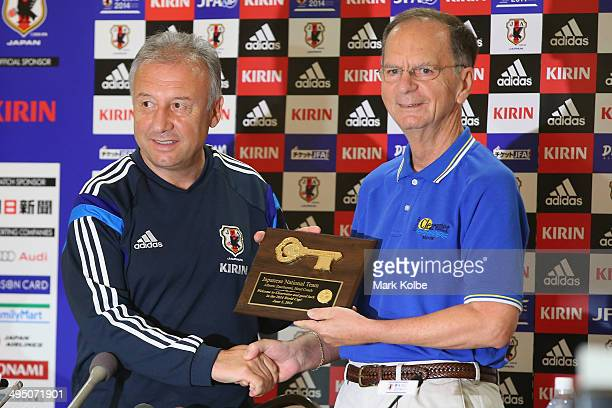 Japan head coach Alberto Zaccheroni poses with Mayor of Clearwater George Cretekos after a ceremonial presentation of the keys to the city to the...
