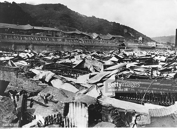 Japan Honshu Tokyo Great Kanto Earthquake 1923 Collapsed cotton mill in Koyama burying hundreds of workers Vintage property of ullstein bild