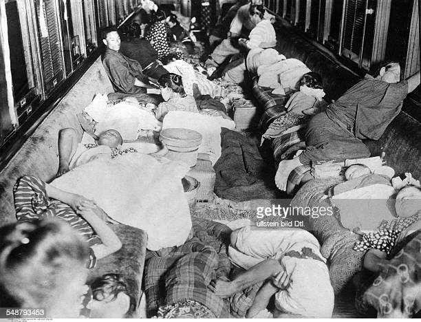 Great Kanto Earthquake 1923 Survivors in a rail car Vintage property of ullstein bild