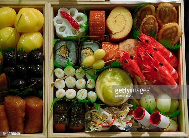 Japan Japanisches Neujahrsgericht OsechiRyori verschiedene Speisen präsentiert in einer Schachtel