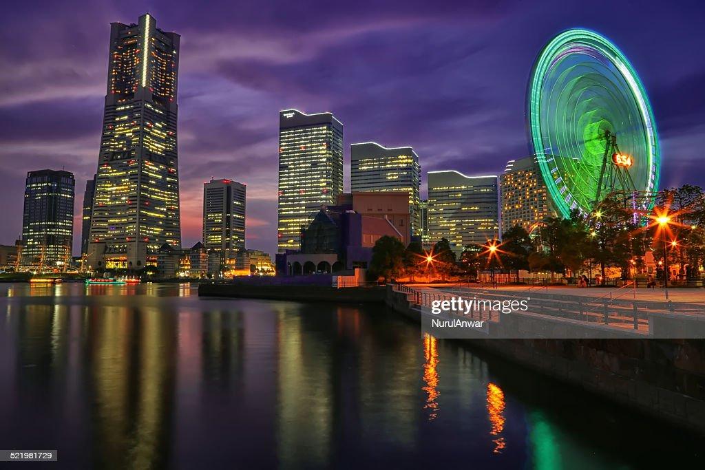 Japan, Kanagawa Prefecture, Yokohama, Illuminated cityscape with Ferris wheel