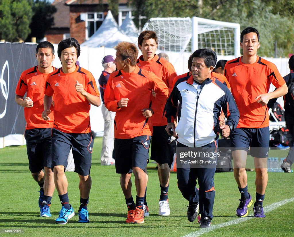 Japan Men's football team members Yuhei Tokunaga (1L), <a gi-track='captionPersonalityLinkClicked' href=/galleries/search?phrase=Kensuke+Nagai&family=editorial&specificpeople=6548859 ng-click='$event.stopPropagation()'>Kensuke Nagai</a> (2L), <a gi-track='captionPersonalityLinkClicked' href=/galleries/search?phrase=Hiroshi+Kiyotake&family=editorial&specificpeople=7645519 ng-click='$event.stopPropagation()'>Hiroshi Kiyotake</a> (3L), Takahiro Ohgihara (3R) and <a gi-track='captionPersonalityLinkClicked' href=/galleries/search?phrase=Maya+Yoshida&family=editorial&specificpeople=5398323 ng-click='$event.stopPropagation()'>Maya Yoshida</a> (1R) attend the training session on July 28, 2012 in Newcastle Upon Tyne, England.