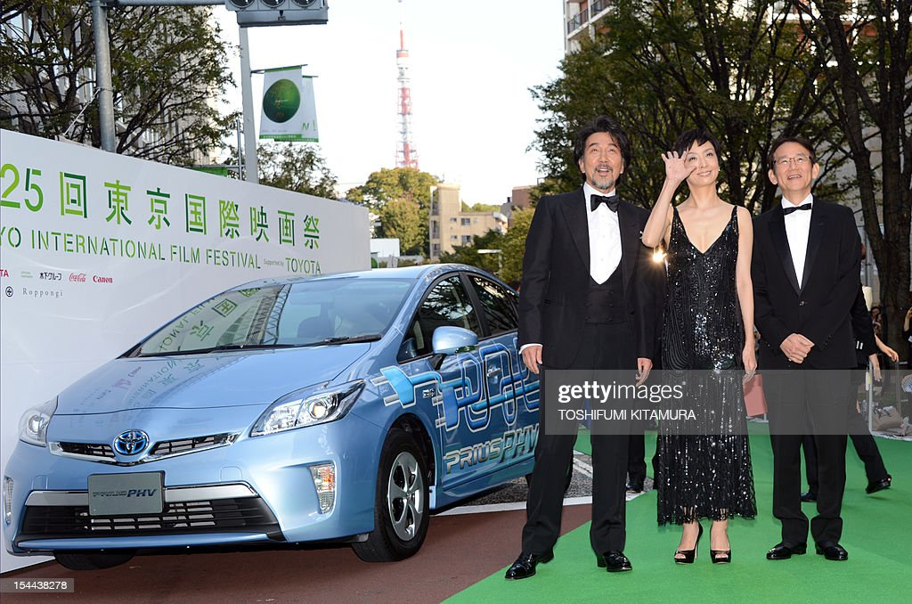 Japan movie, 'A Terminal Trust' director Masayuki Suo (R), his wife and actress Tamiyo Kusakari (C) and actor Koji Yakusho (L) pose during the Tokyo International Film Festival (TIFF) opening ceremony in Tokyo on October 20, 2012. With China's main entry to the film festival being pulled, a total of 103 movies will be screened during the nine-day event.