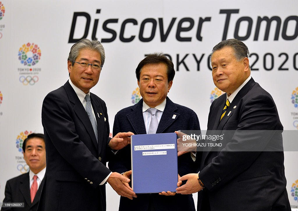 Japan Olympic Committee (JOC) President Tsunakazu Takeda, Tokyo Governor Naoki Inose and former Japanese Prime Minister Yoshiro Mori display Tokyo's candidate file for the 2020 Olympic Games at a press conference at the Tokyo City Hall on January 8, 2013. The Tokyo 2020 committe, a candidate for the 2020 summer Olympic Games, filed the candidature files to the International Olympic Committee (IOC) on January 7 in Lausanne. AFP PHOTO / Yoshikazu TSUNO