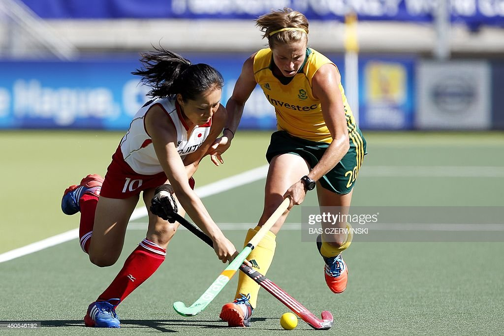 Japan player Mazuki Arai (L) vies with South African player Nicolene Terblanche (R) during a stage match in the women's tournament of the Field Hockey World Cup in The Hague on June 13, 2014. AFP PHOTO / ANP / BAS CZERWINSKI netherlands out