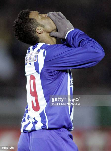 Portugese football club FC Porto midfielder Carlos Alberto shows his dejection after missed his shoot in the Intercontinental Cup football final...