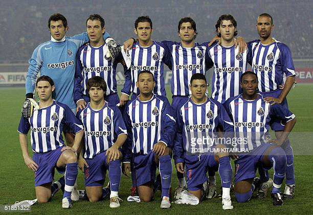 Portugese football club team FC Porto's starting players gather prior to start the Intercontinental Cup football final against Once Caldas of...