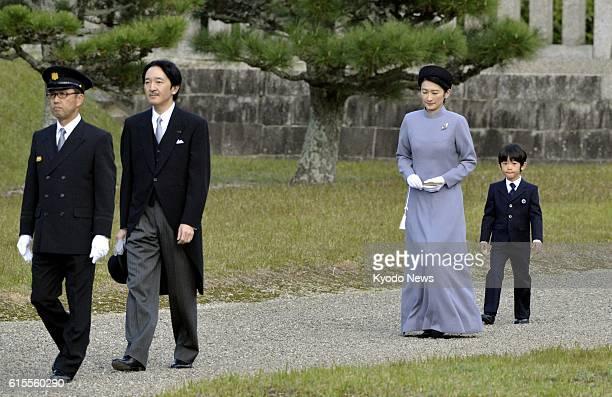 KASHIHARA Japan Prince Akishino his wife Princess Kiko and their son Prince Hisahito visit the site of the mausoleum of Emperor Jimmu Japan's first...