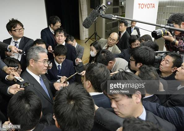 TOKYO Japan Reporters swarm around Takuo Sasaki managing officer of Toyota Motor Corp after Sasaki released the company's latest earnings forecast at...