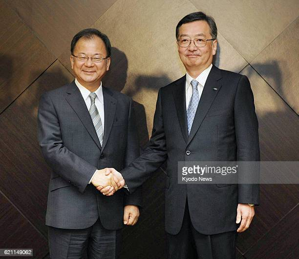 TOKYO Japan Sharp Corp President Takashi Okuda and Executive Vice President Kozo Takahashi shake hands during a press conference in Tokyo on May 14...