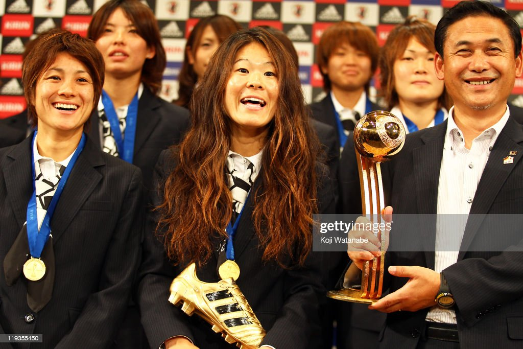 Japan team coach <a gi-track='captionPersonalityLinkClicked' href=/galleries/search?phrase=Norio+Sasaki+-+Soccer+Coach&family=editorial&specificpeople=5488586 ng-click='$event.stopPropagation()'>Norio Sasaki</a> (R), <a gi-track='captionPersonalityLinkClicked' href=/galleries/search?phrase=Homare+Sawa&family=editorial&specificpeople=744563 ng-click='$event.stopPropagation()'>Homare Sawa</a> (C) and <a gi-track='captionPersonalityLinkClicked' href=/galleries/search?phrase=Yukari+Kinga&family=editorial&specificpeople=4476938 ng-click='$event.stopPropagation()'>Yukari Kinga</a> attend a press conference as the Women's World Cup winning team return home, at The Capitol Tokyu Hotel on July 19, 2011 in Tokyo, Japan.