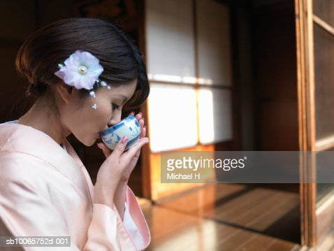 Japan, Tokyo, woman  in kimono drinking tea, side view : Stock Photo