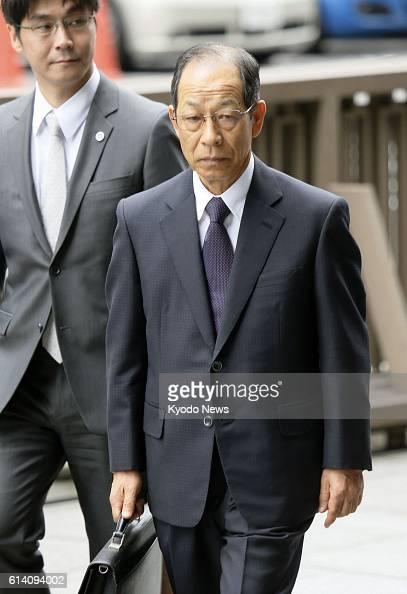 TOKYO Japan Tsuyoshi Kikukawa former chairman of Olympus Corp arrives at the Tokyo District Court on Sept 25 2012 Kikukawa and two other former...