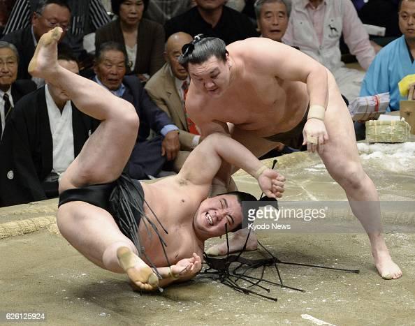 TOKYO Japan Yokozuna Hakuho beats yokozuna Harumafuji at Ryogoku Kokugikan in Tokyo on Sept 29 the final day of the Autumn Grand Sumo Tournament...